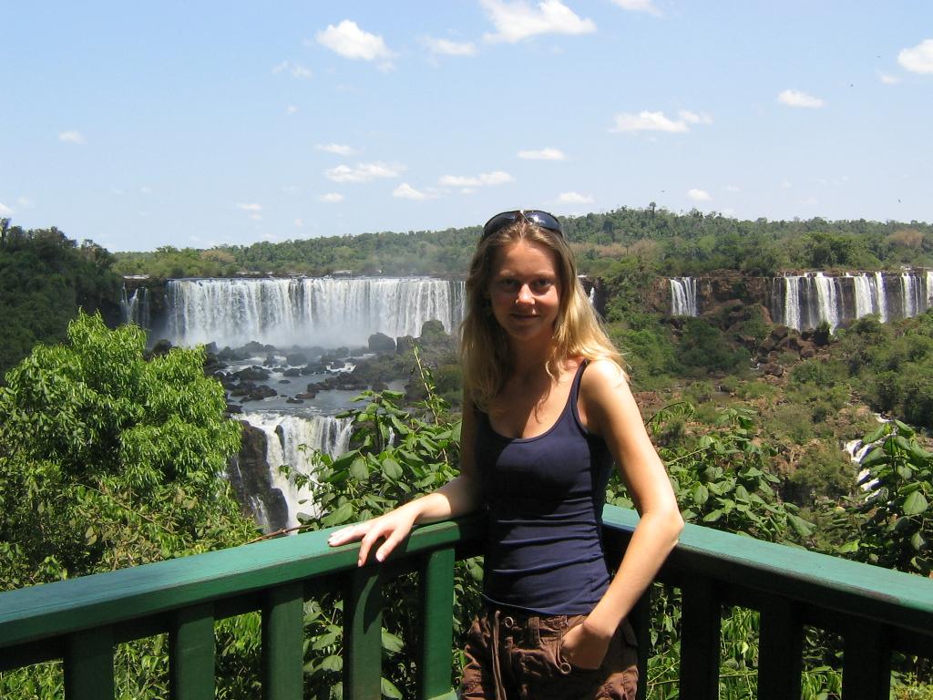 Sietske bij Iguazú watervallen